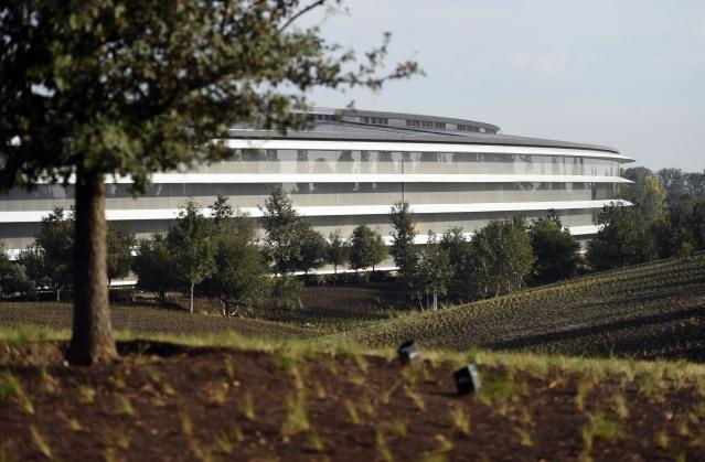 太空船般的蘋果公司加州古柏迪諾總部。圖片攝於2017年9月12日。(JOSH EDELSON/Getty Images)