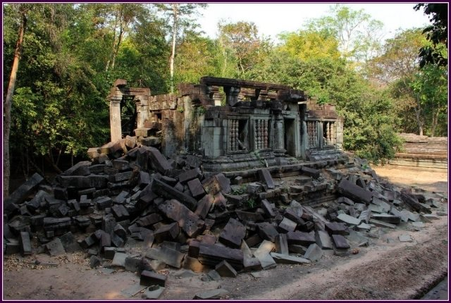 吳哥建築群第一座完全用沙石建築的廟。(攝影/鄭清海)