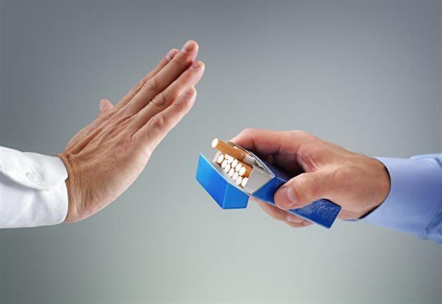 明知道吸菸傷害自己的身體,但染上煙癮的人卻無法拒絕香菸的誘惑。(Fotolia)