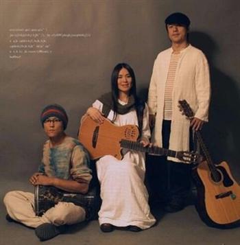 于宙與黎強小娟夫婦組建了民謠樂隊。(大紀元)