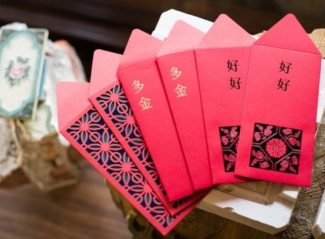 博客來X台灣花磚博物館 百年絢爛-花磚紅包袋(一組三款六入)。(博客來提供)