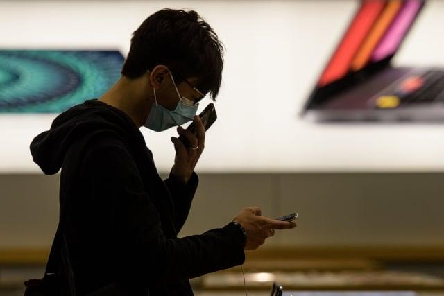 華為新年推文事故,被網友發現手機翻牆背後的祕密。(Getty Images)