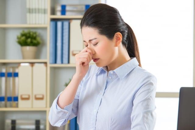 鼻竇炎的起因可能是感染、過敏、空氣汙染、鼻腔構造問題等,最常見的原因是病毒感染。(123RF)