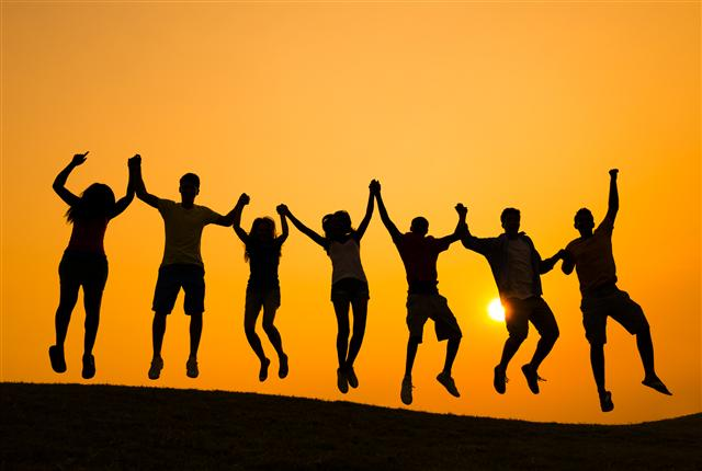 啟動每個人深層的善念,我們都將成為照亮台灣的一道道希望之光!(123RF)