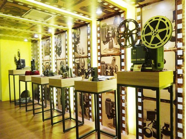 萬代福電影文化走廊。(萬代福影城提供)