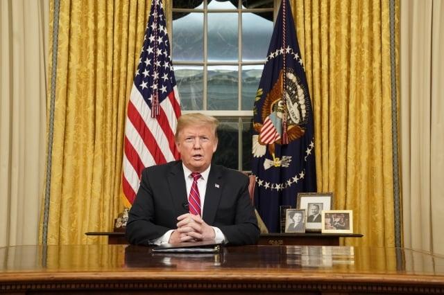 美國總統川普1月8日在電視演說中闡述在美墨邊境修築圍牆的急迫性。(Getty Images)