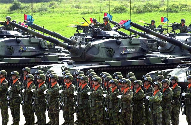 國軍為提升整體防衛作戰能力,決定從今年起,將「戰力防護、濱海決勝、灘岸殲敵」整體防衛作戰構想列為主軸,實施三軍聯合作戰訓練。(AFP)