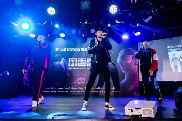 頑童MJ116拿下第14屆KKBOX年度風雲歌手,現場飆唱〈幹大事〉。