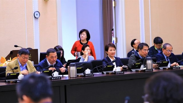 市長盧秀燕出席行政院第3634次會議,於會中爭取2020台灣燈會主辦權。(台中市政府提供)