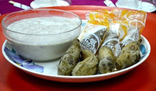 芋香西米露,和冰烤地瓜一起盛盤上桌,成為辦桌料理最後的甜品。(攝影/鄧玫玲)