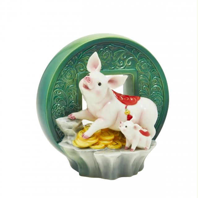 豬聯璧合-豬擺飾(法藍瓷提供)