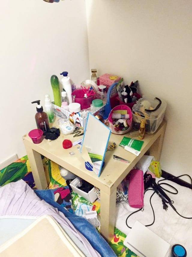 整理前的桌子顯得很髒亂。(日日學文創提供)