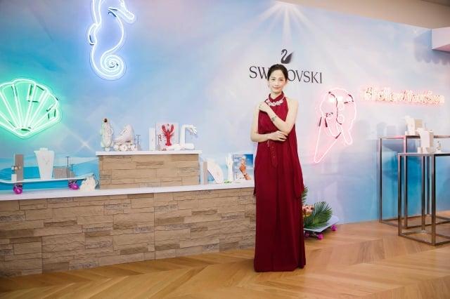 氣質女星簡嫚書穿禮服出席施華洛世奇春夏新品發表。(施華洛世奇提供)