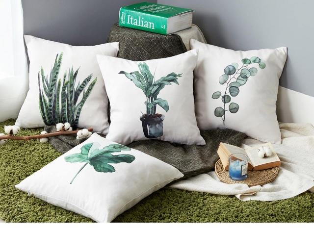 處女座-植物圖騰棉麻抱枕。(業者提供)