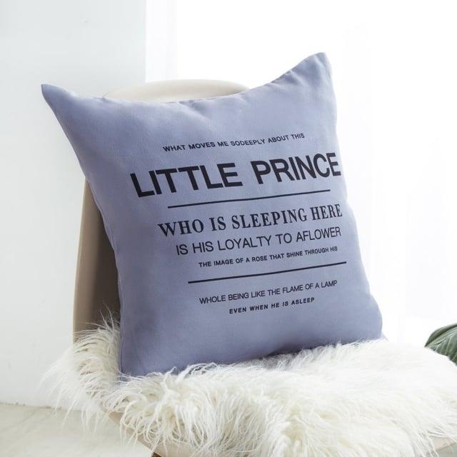 摩羯座-北歐風簡約英文棉抱枕。(業者提供)