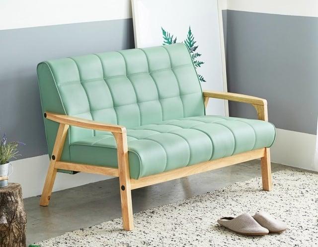 天蠍座-北歐日式亮彩雙人沙發。(業者提供)