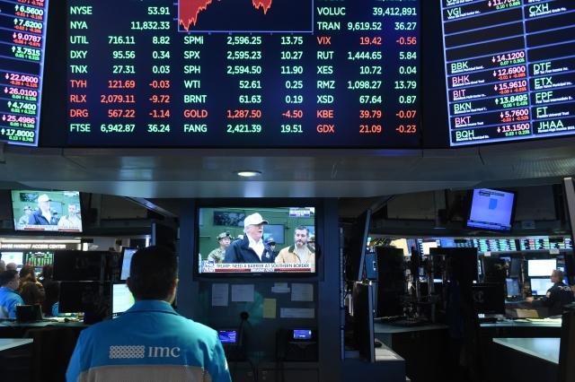 星展集團認為,美股仍處於上漲周期並未走入熊市的開端,原因包括薪資成長偏弱支撐企業獲利、股市盈餘殖利率高於公債殖利率、企業回庫藏股可望支撐股價。圖為示意圖。(Bryan R. Smith / AFP)