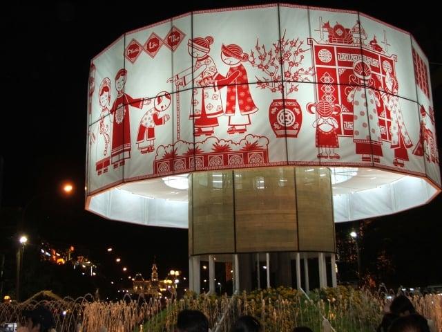 胡志明市街道裝飾。(維基百科)