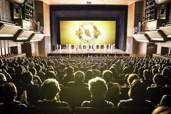 正在亞洲巡迴演出的神韻世界藝術團結束日本關西五場熱演後,1月25日於東京八王子市拉開關東地區演出序幕。(記者余鋼/攝影)