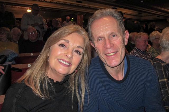 大英帝國勳章得主、資深媒體人Charles Jenkins和太太Carol Sinclair一同觀賞了神韻國際藝術團1月25日下午在英國愛丁堡劇院的第二場演出。(記者麥蕾/攝影)