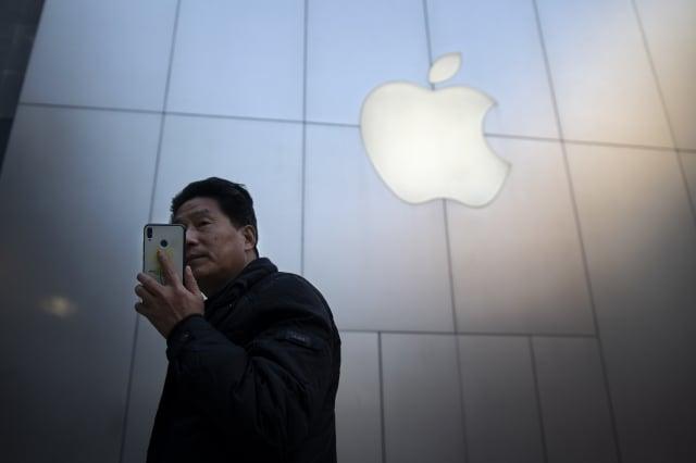 知名蘋果分析師郭明錤估計,今年第一季的iPhone出貨量相較去年同期將衰退29%。圖為示意照。(AFP)