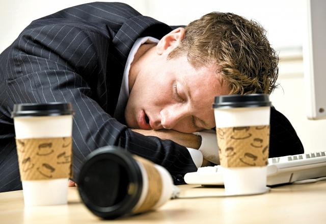 甲狀腺低下會一直想睡覺,且睡不飽,而糖尿病,也是氣血不足,氣陰兩虛,血糖高,長期疲勞、嗜睡。(123RF)