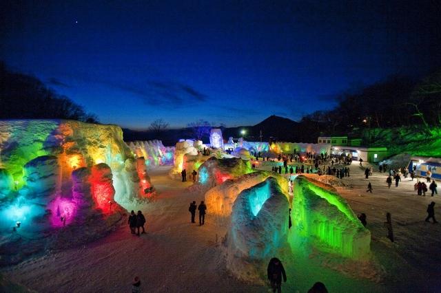 高人氣的北海道必看三大夢幻雪祭,讓人體驗獨特的雪白浪漫旅程。(業者提供)