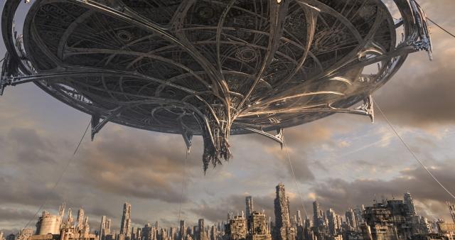 《艾莉塔:戰鬥天使》劇照,圖為空中城市薩雷姆。(福斯提供)
