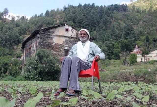 印度男子薩克拉尼(Vishweshwar Dutt Saklani)生前曾種下500萬棵樹,而被稱為「樹人」。(擷自推特Khushboo)