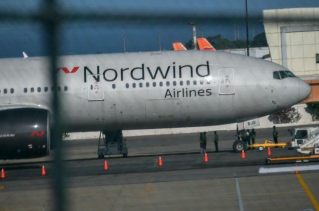 俄羅斯Nordwind航空公司的波音777飛機1月30日停在委內瑞拉La Guaira機場。(JUAN BARRETO/Getty Images)