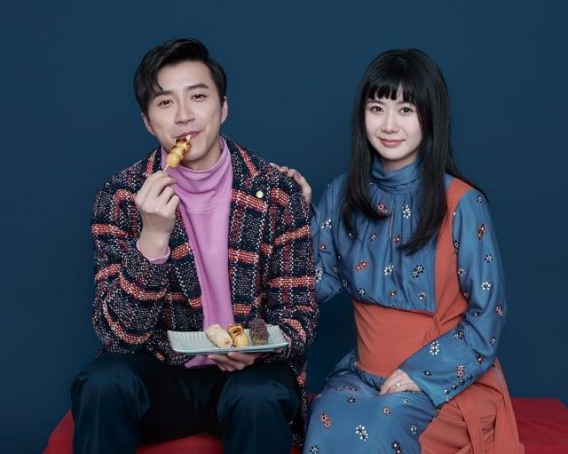 江宏傑(左)與福原愛(右)近日接受雜誌專訪,並登上封面。(《ELLE》國際中文版雜誌提供)