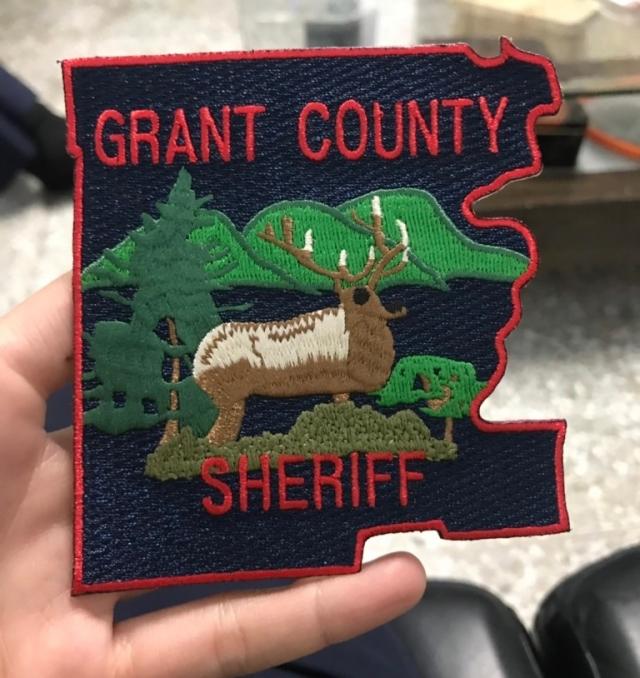 美國華盛頓州格蘭特郡的「治安官」臂章。