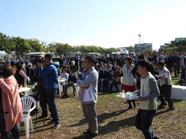 嘉義縣政府於2月11日上午在縣府前廣場舉辦嘉義縣各界新春團拜的盛況。
