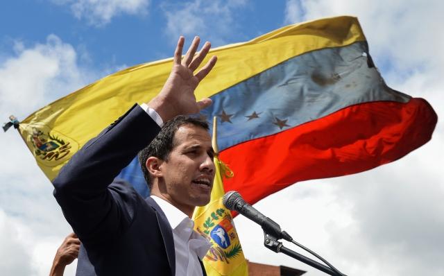 針對委內瑞拉總統馬杜羅派兵在邊境阻擋援助物質進入該國一事,委內瑞拉反對派領袖胡安.瓜伊多(Juan Guaido)表示,本週準備打開一條進入該國的人道援助路線。圖為瓜伊多。(FEDERICO PARRA / Getty Images)