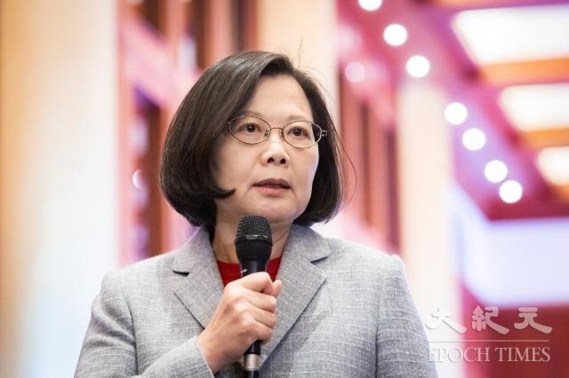 總統蔡英文11日出席大陸台商聯誼活動,呼籲台商「現在是回台的最好機會」,將生產基地移回台灣,把台商製造轉為台灣製造。(記者陳柏州/攝影)