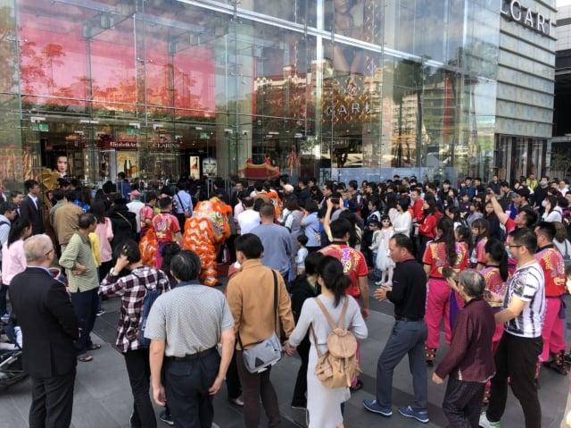 台中大遠百因為電影院人潮多,加上返鄉人潮,來客數比平常假日增加3成。(業者提供)