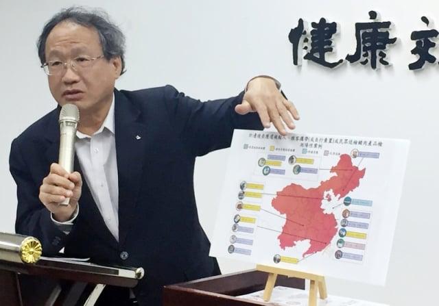 農委會副主委黃金城11日表示,1月22日從旅客棄置的 山東火腿腸驗出非洲豬瘟病毒,中國山東為非疫區,通 報1、2月疫情下降,但台灣1月驗出中國豬肉品陽性最 多,質疑中國未掌握疫情。(農委會提供)