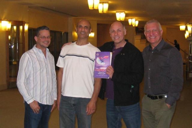 雜誌出版人Steven Persitza(右1),設計公司的總裁兼設計總監Alex Tiscareno(右2)。(記者方圓/攝影)