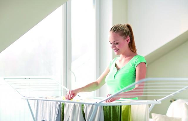不用擔心溼氣重讓衣服長霉斑,常穿的衣服不容易長霉。(123RF)
