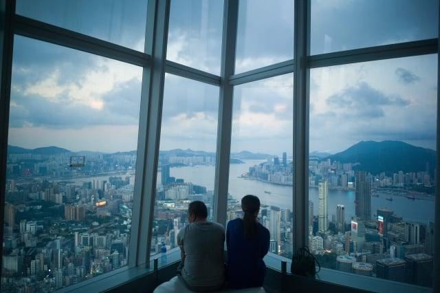 中共國務院公布《粵港澳大灣區發展規劃綱要》,被質疑會使香港人才流失,削弱香港的競爭力。圖為香港一景。(Getty Images)