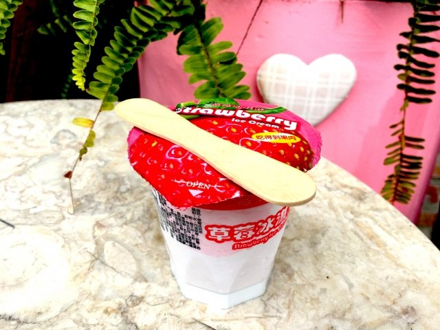 便宜又好吃的草莓冰淇淋,採用當地新鮮草莓製作。