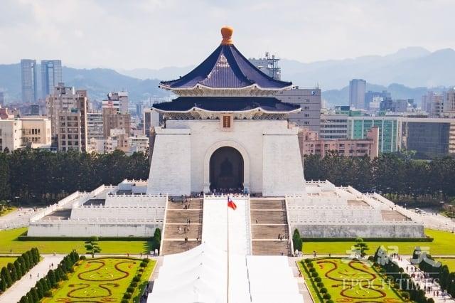 已故前總統蔣介石曾警告說,「與共匪談判和平,實等於與虎謀皮」。圖為中正紀念堂。(記者陳柏州/攝影)