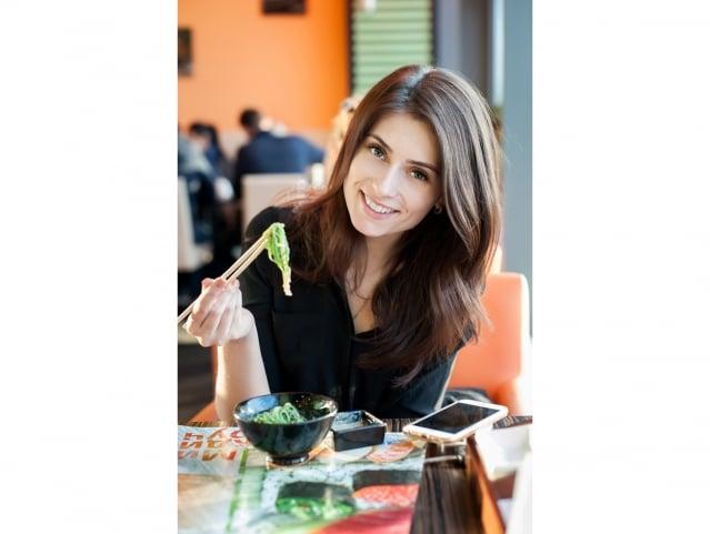增加飲食中的蔬果比例,並減少無肉不歡的習慣,對健康一定會有大大的幫助。(Fotolia)