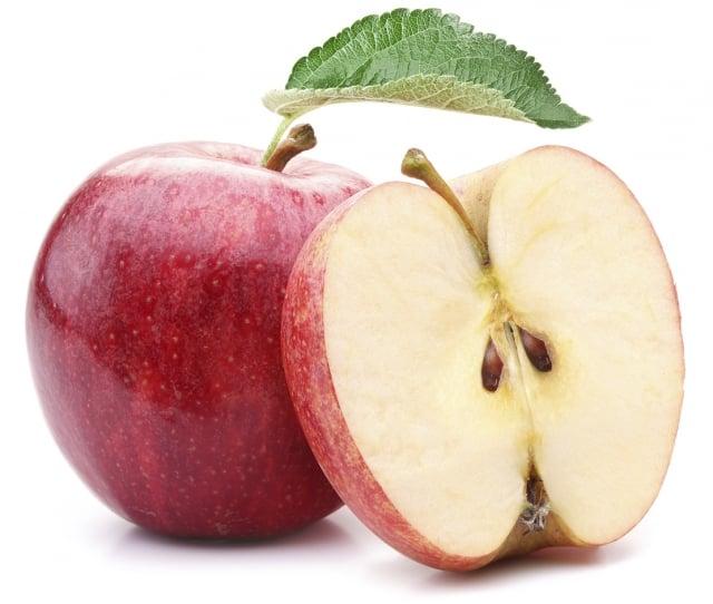 木村的蘋果被切成兩半、放了2年都不會爛,只會像枯萎般越縮越小,最後變成帶有淡淡紅色的乾果,散發出像水果乾般甜蜜的香味。」(Fotolia)