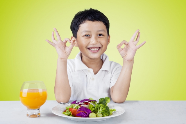 從不愛吃蔬菜的兒子,居然吃得津津有味,一副不可思議的表情問我:「為什麼以前沒吃過這麼鮮美的蔬菜?」(Fotolia)