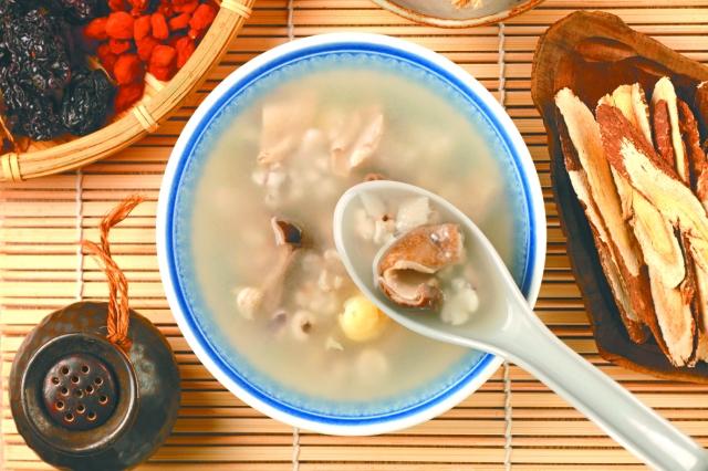 四神湯有健脾開胃、調肝固腎、祛溼清熱、補中益氣的功效。四神湯要怎麼煮?(123RF)