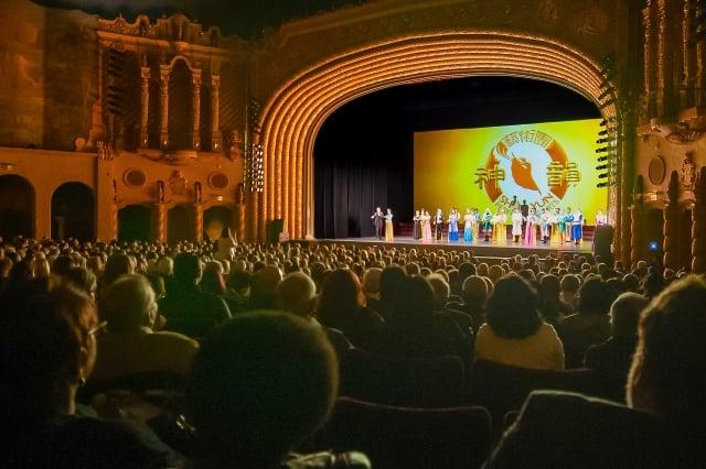 神韻紐約藝術團2019年2月19日起在美國亞利桑那州鳳凰城6天8場演出,盛況空前。(大紀元)