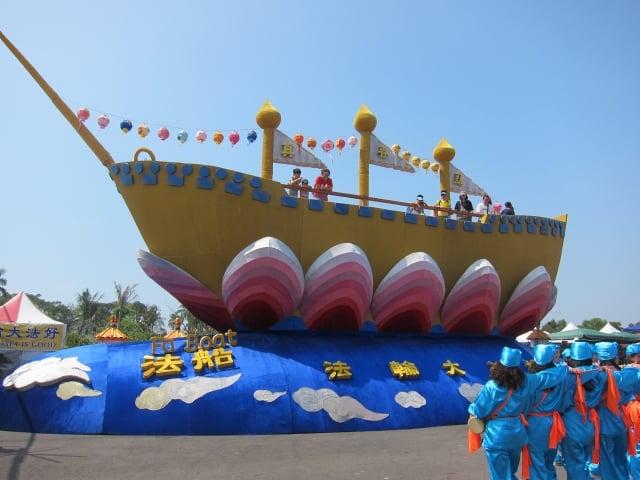 全球最大法船花燈,今年在屏東燈會展出。(記者簡惠敏/攝影)