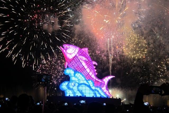 在屏東大鵬灣舉辦的2019台灣燈會,被評譽為史上最美、最成功的燈會。圖為2019台灣燈會主燈「巨鮪來富」。