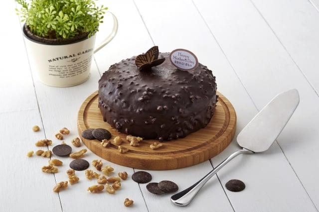 OK mart推出公益蛋糕,「喜憨兒橙香金莎可可蛋糕」。(OK mart提供)